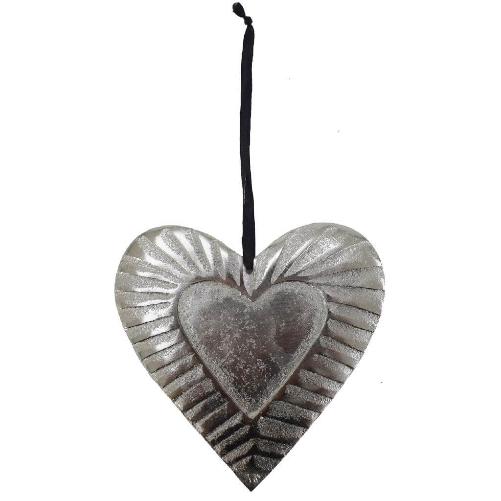 hanging embossed metal heart silver 15cm